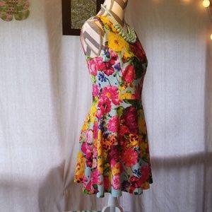 Adorable floral dress - size L